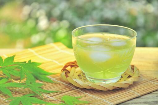 お茶は「血管をリラックス」させていた! お茶が健康に効く化学的メカニズムを解明