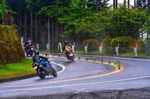 なんでバイク絶対抜かすマンって軽自動車が多いの?