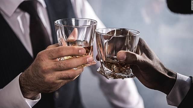【英研究】<飲酒>量にかかわらず脳に悪影響!どれだけ少量でもアルコールを摂取すればその分脳の健康は悪化…