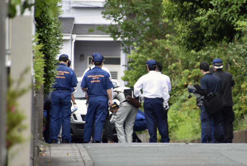 【社会】ノコギリで襲いかってきた70代の男に警察官が発砲。2発のうち1発が胸に命中し男は死亡。