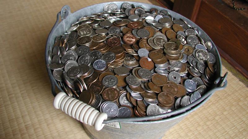 ゆうちょ銀行、「入金手数料」110円を決断、「当行を取り巻く経営環境が厳しくなっており」